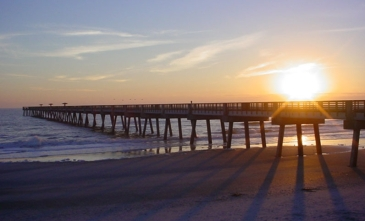 best-western-oceanfront-jacksonville-beach-florida-pier-sunrise1